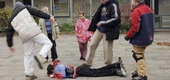 Агресията сред учениците се разраства, МОН отново спи